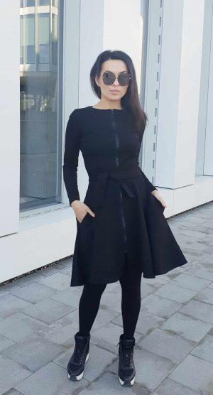 Maja_juoda